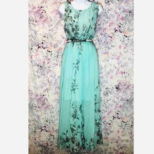 🆕 Floral Pleated Boho Maxi Dress With Belt